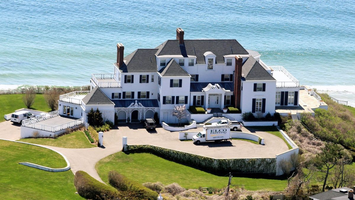 24 Of the Most Stunning Celebrity Homes